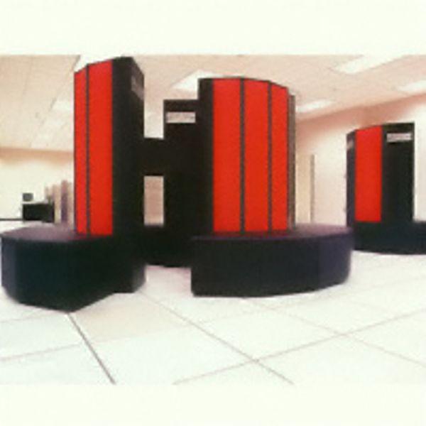 Cray X-MP/48 начинает работу