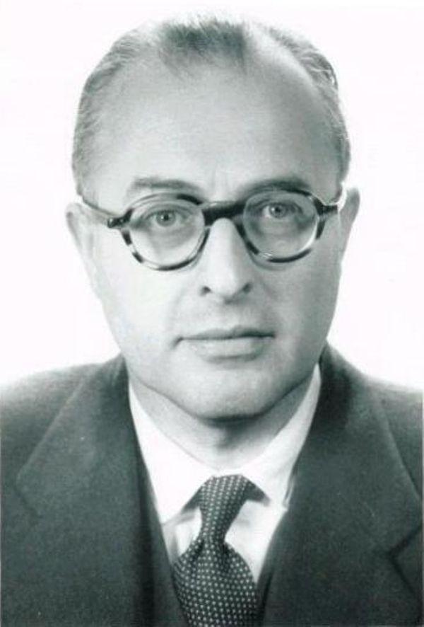 Даммер предложил концепцию интегральной микросхемы