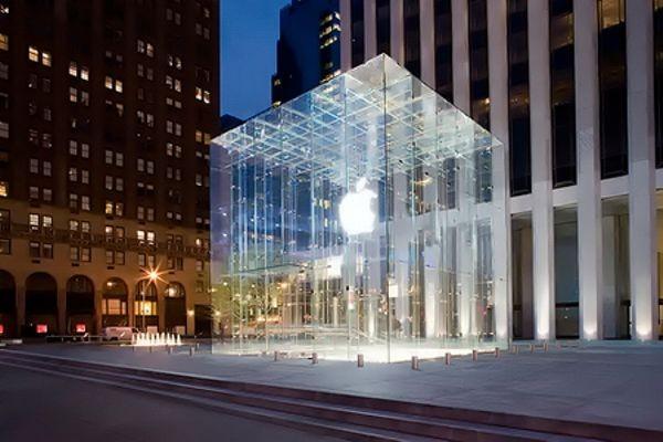 Apple открыла в Нью-Йорке магазин со стеклянным кубом