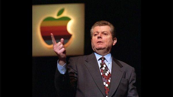 Генеральным директором Apple Computer становится Джил Амелио