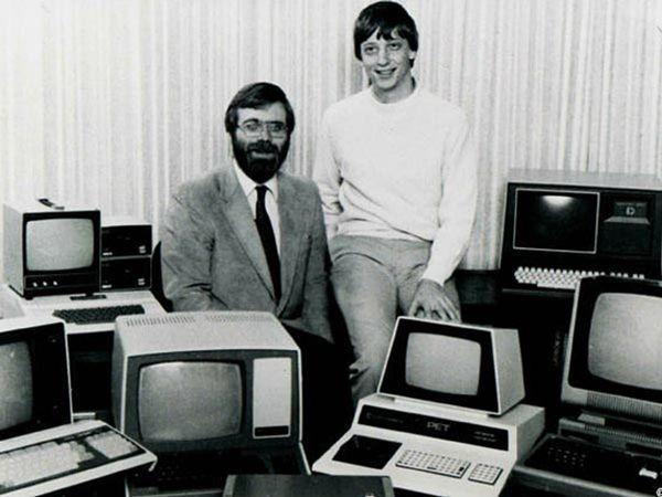 Гейтс и Аллен придумали название «Micro-Soft»