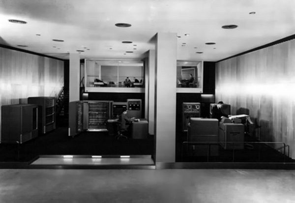 IBM объявила о своем первом электронном компьютере Model 701