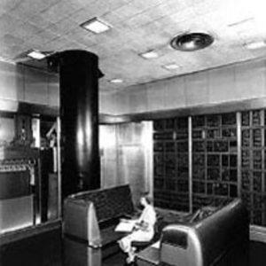 Начало работы электронной машины IBM с выбором последовательности действий (SSEC)