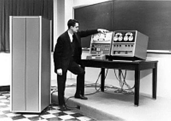 Кларк из MIT начал работу над компьютером LINC