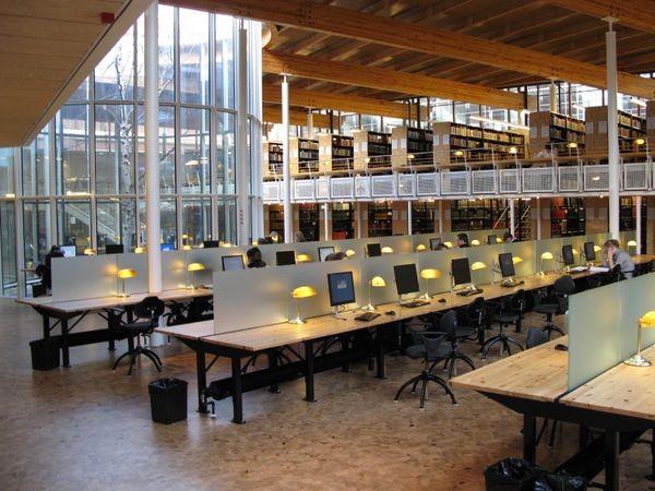Электронные и бумажные книги в библиотеке Сан-Франциско