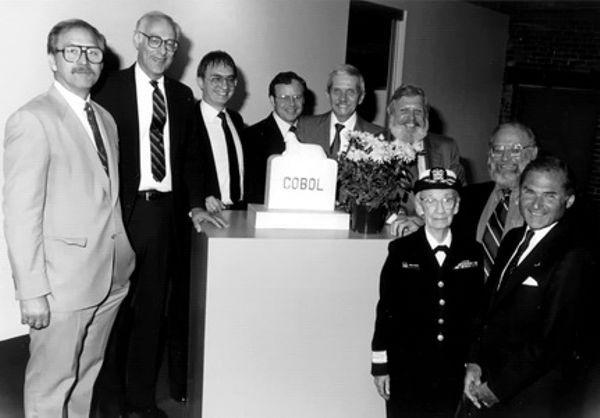 Был сформирован комитет по разработке нового языка программирования COBOL