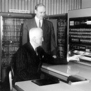 Родился один из основоположников компьютерной индустрии Катберт Херд