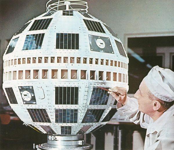 Запущен спутник Telstar
