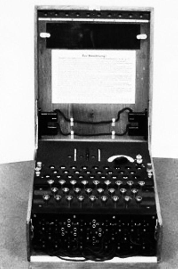 Машина Enigma зашифровала первое сообщение