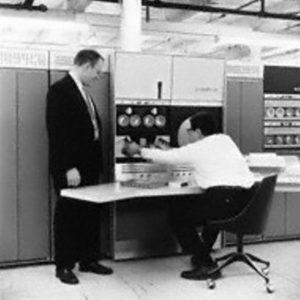 Родился один из пионеров компьютерной индустрии Гордон Белл