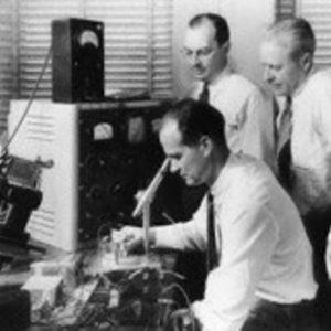 Изобретатель транзисторов покинул Bell Labs