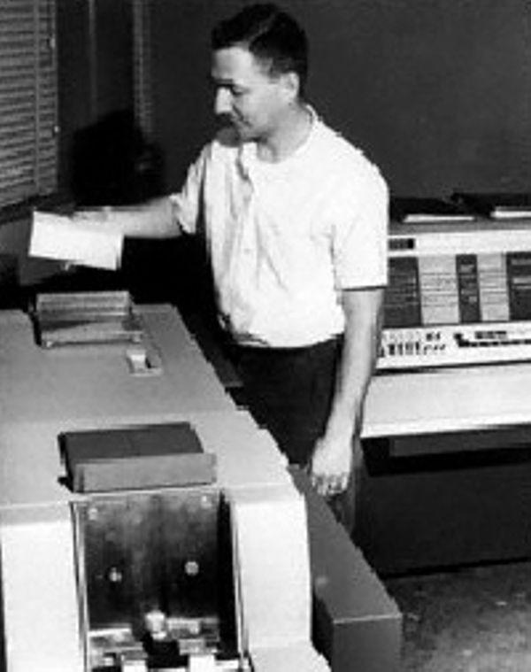 Родился один из изобретателей микропроцессора Станли Мазор